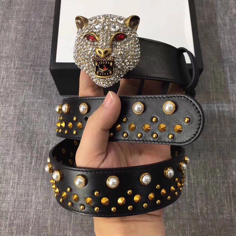 Mặt khóa thắt lưng Gucci thật được thiết kế tinh xảo và kỳ công