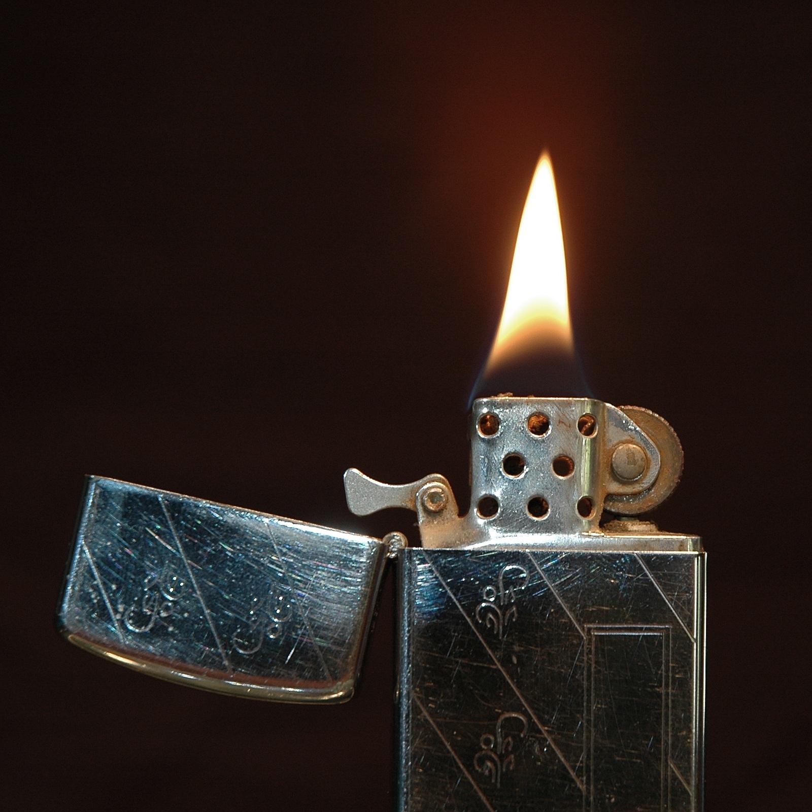 Bật lửa ZiPPO authentic có khả năng duy trì sự cháy rất tốt