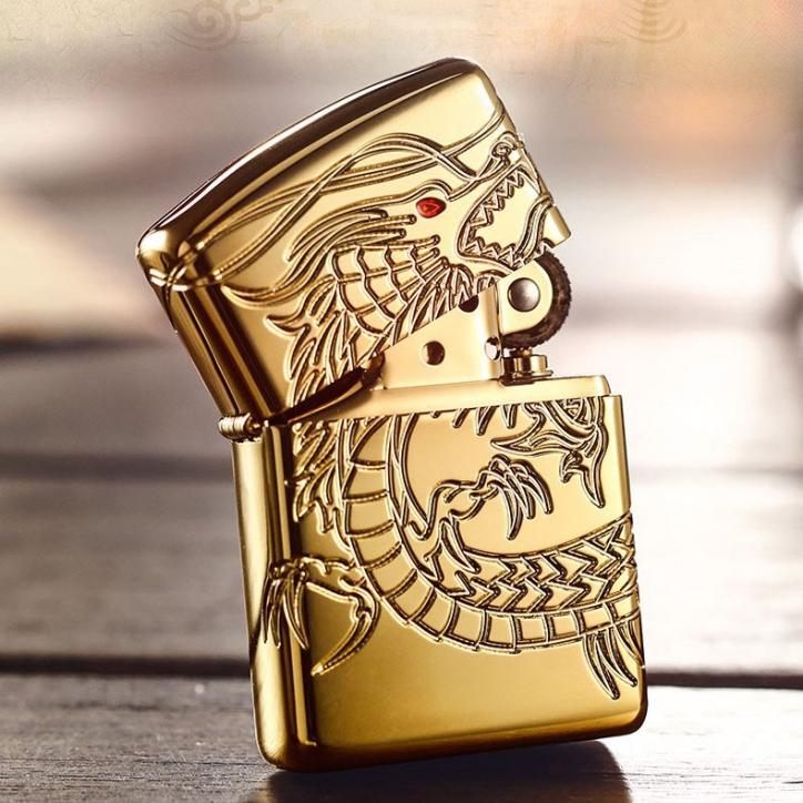 Mẫu bật lửa ZiPPO xuất Nhật Amor khắc hình rồng mạ vàng tại cửa hàng ZiPPO Đà Nẵng